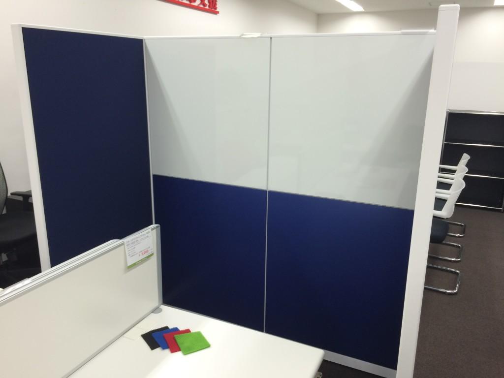 上部はホワイトボードとして使えます。会議室等で活躍間違いなし!