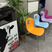 デザインコピーとカラフルチェアなら、最強の個性的オフィスが完成!
