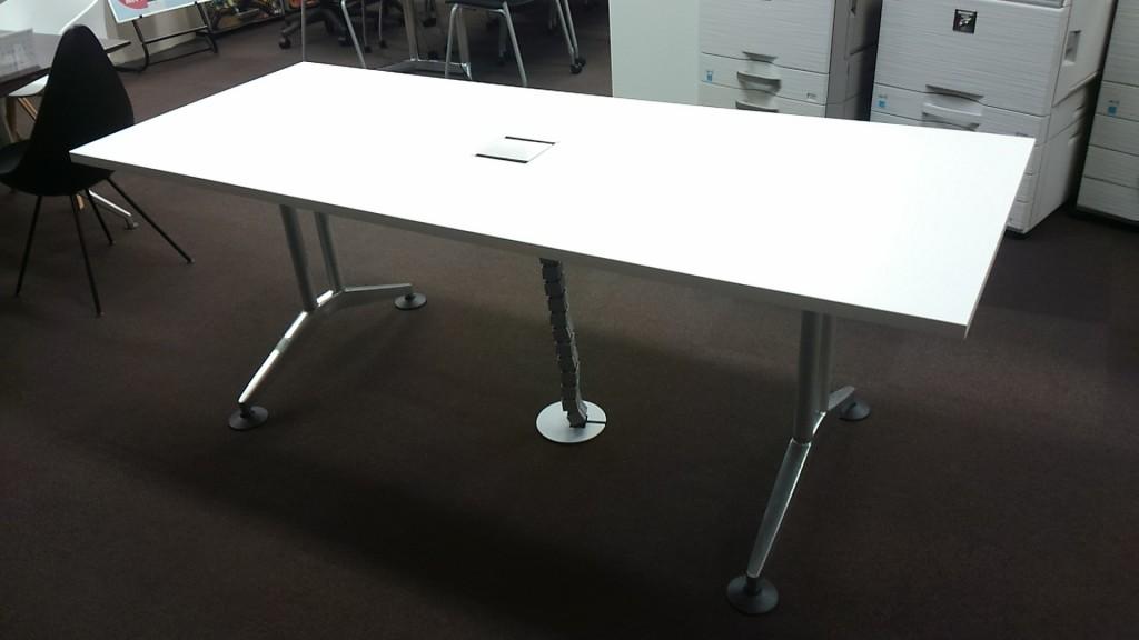 Wilkhahn(ウィルクハーン)ミーティングテーブル