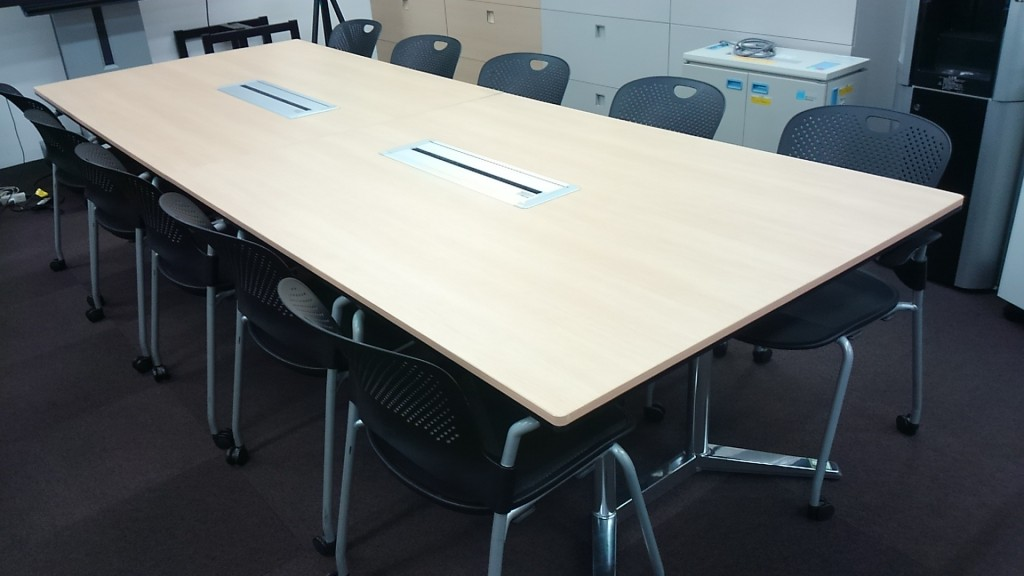 okamura(岡村製作所)ミーティングテーブル2